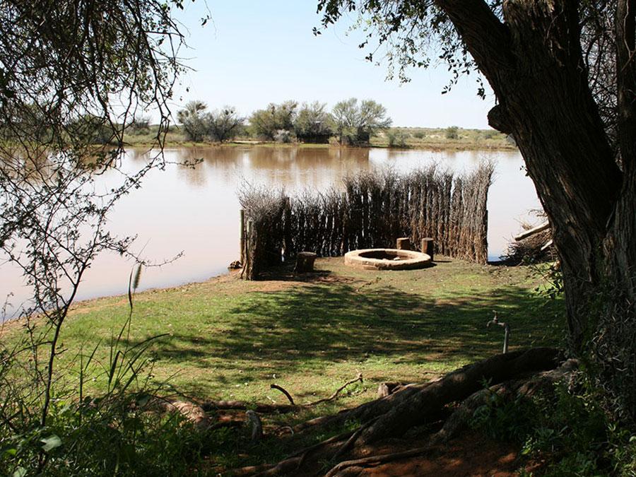 Enlarge kalahari camping braai / barbecue area